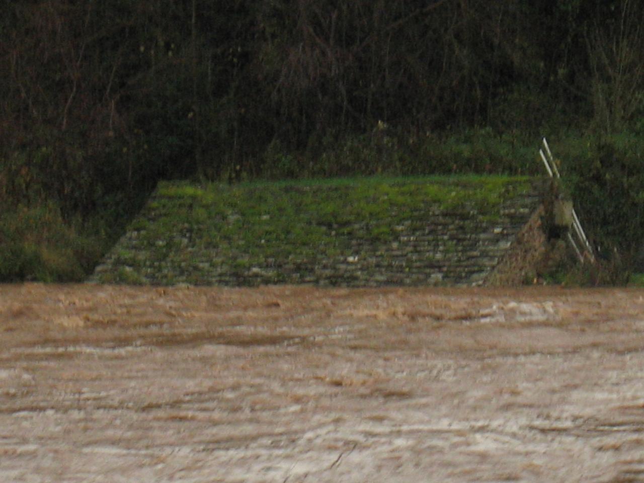 La Nuéjouls en crue à LAROQUE LE 28/11/2014 à 10H