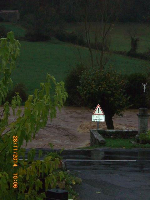 La Nuéjouls en crue à LAGRAVERIE LE 28/11/2014