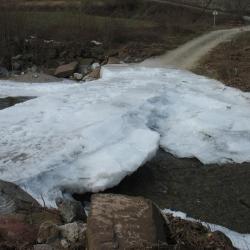 Le pont de LADEZOUVRE pris par la glace en fevrier 2012