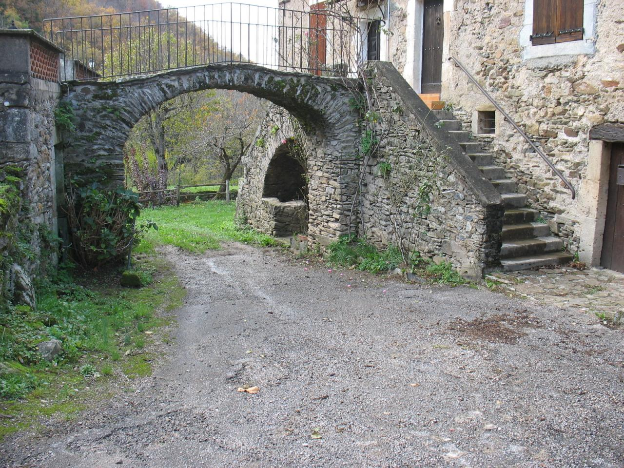 Rue à La Dezouvre (avant travaux)