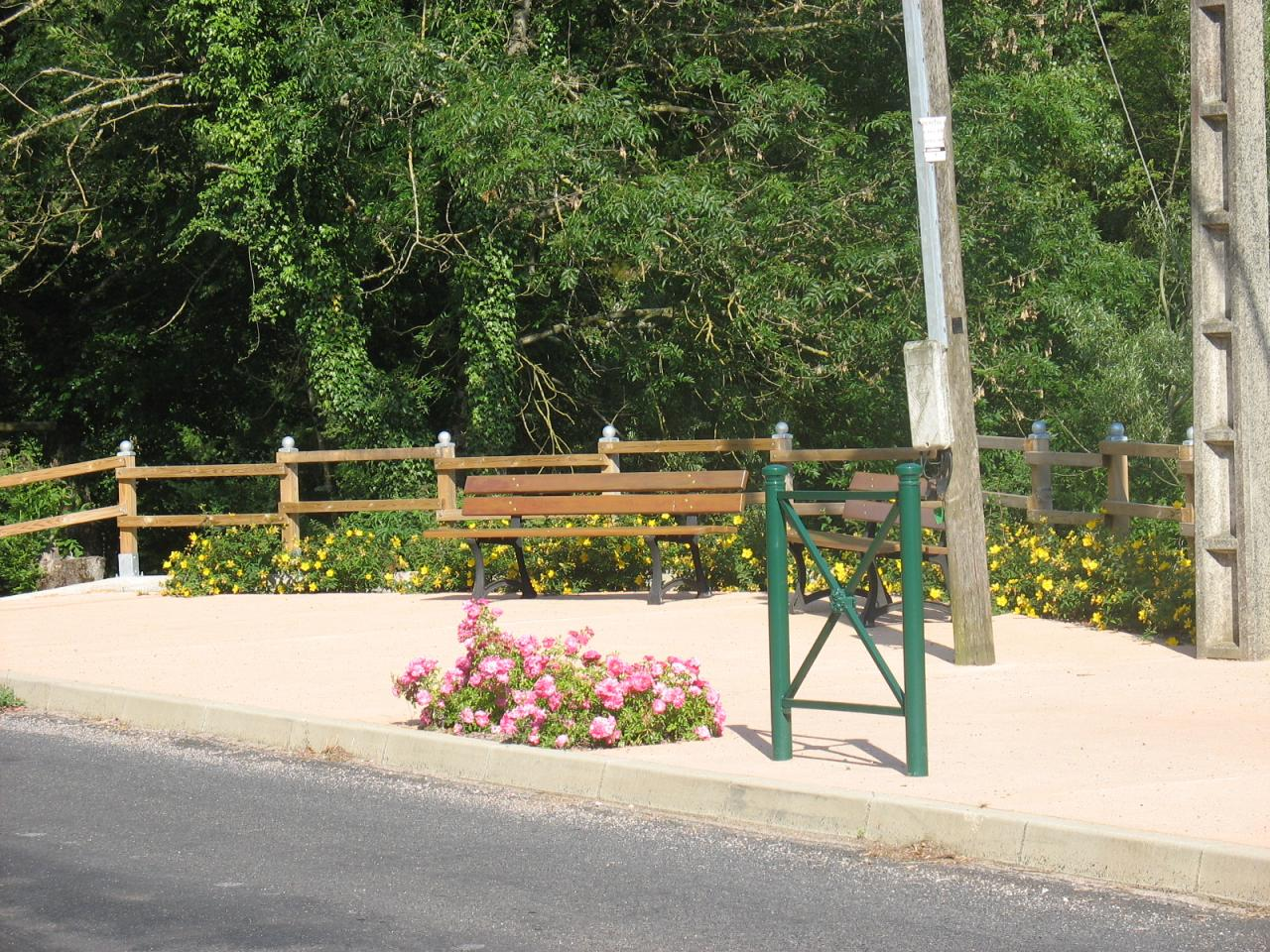 Espace détente entre RD902 et la rivière NUEJOULS à LAROQUE