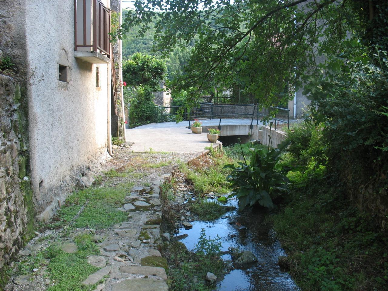 Le ruisseau traversant LAGRAVERIE