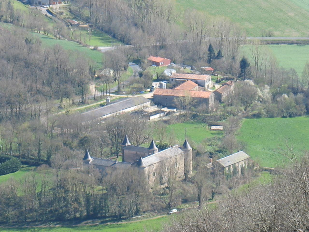 LE CHATEAU DE FAYET (vue du pic de Roste)