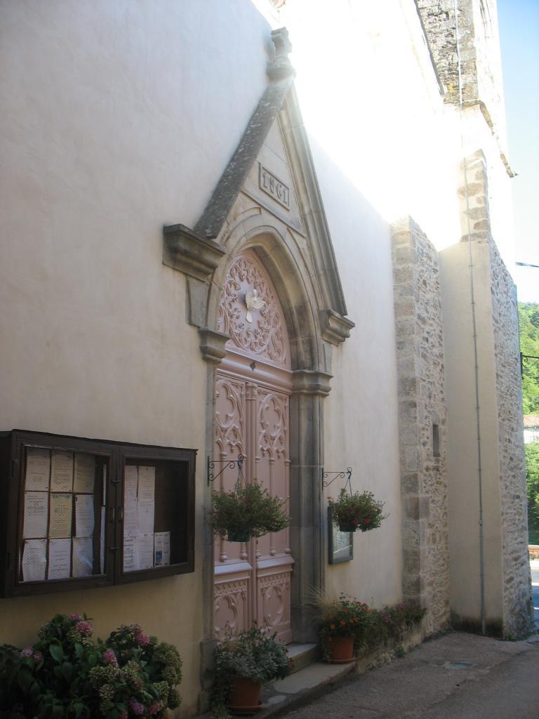 Porte de l'église de LAROQUE