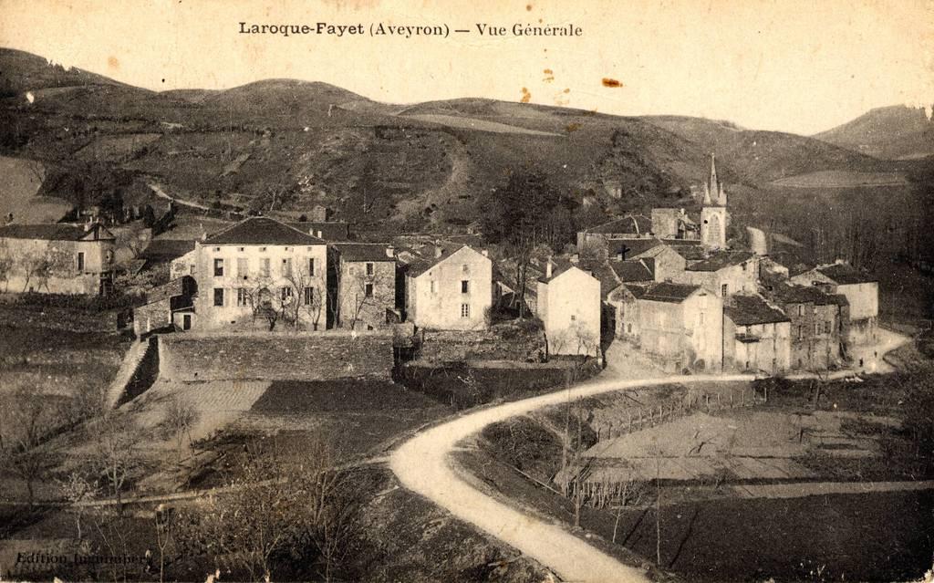 Vue générale de LAROQUE au début du XXeme siècle