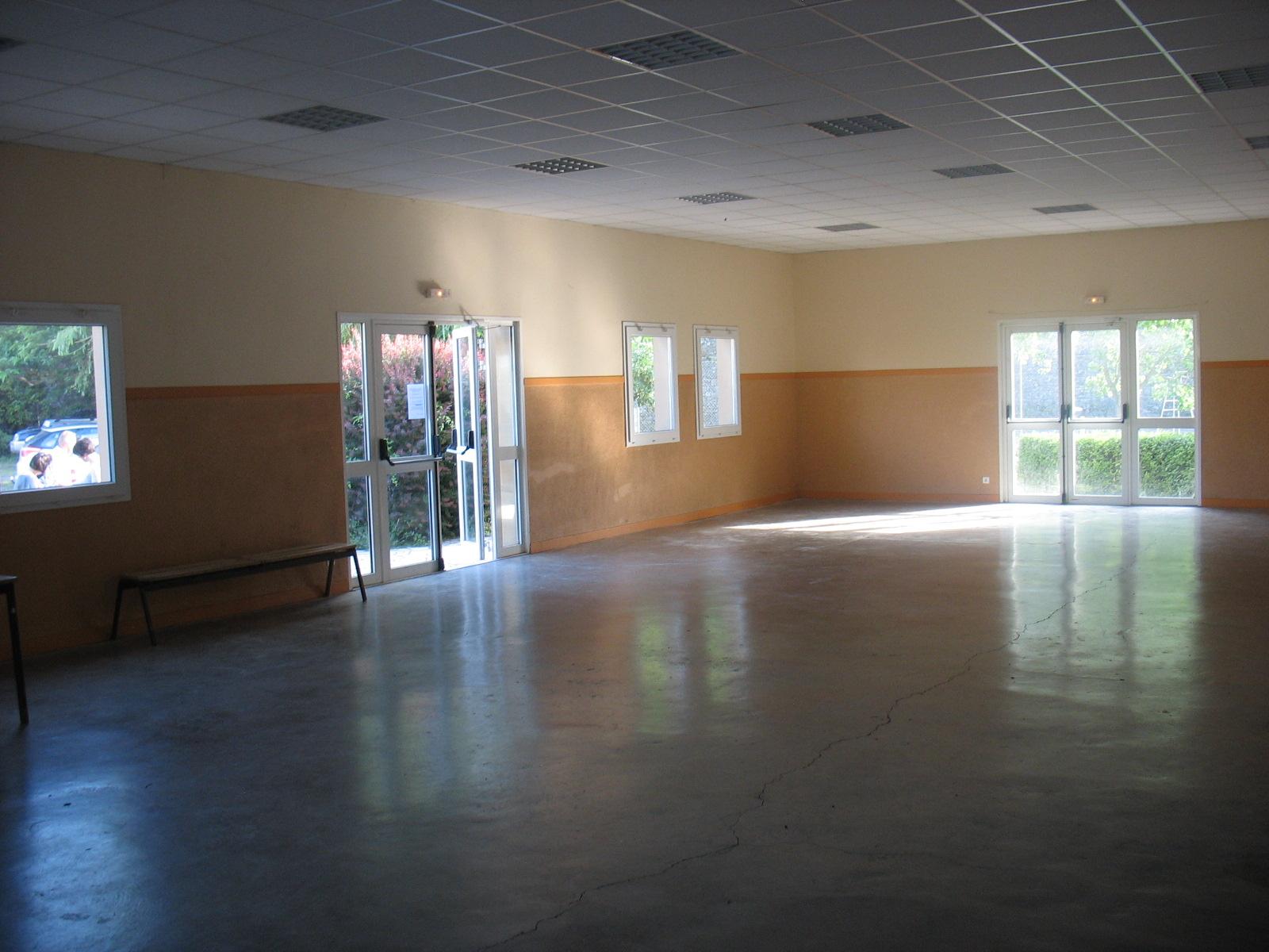 Interieur de la salle des fêtes