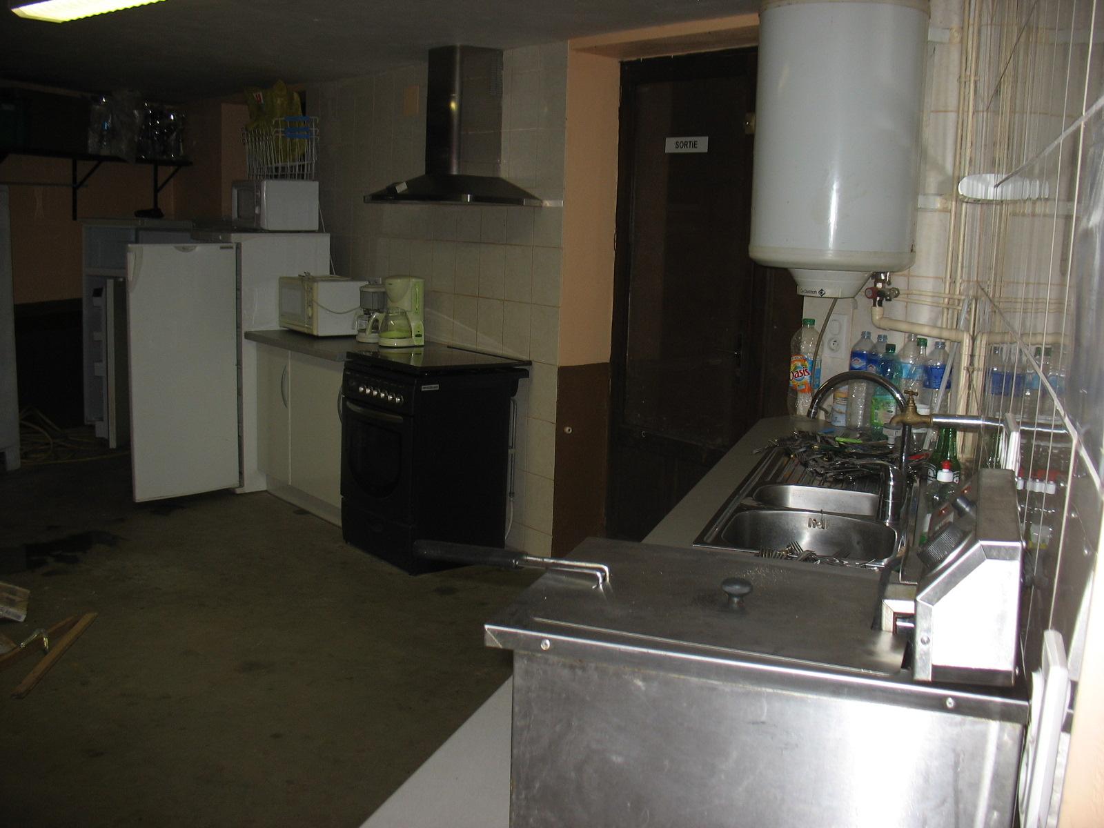 Cuisine salle communale de LAROQUE