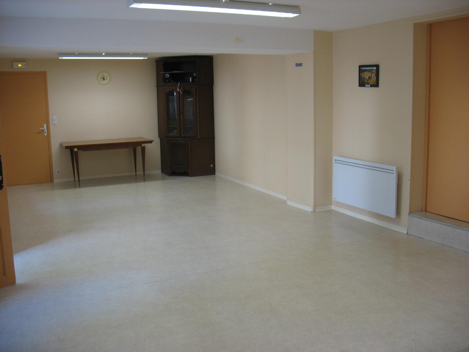 Intérieur salle communale de LAROQUE