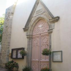 L'entrée de l'église de LAROQUE