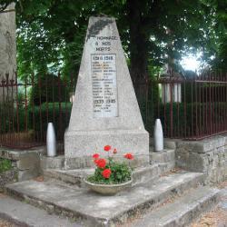 Le monuments aux morts à FAYET